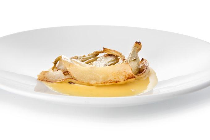 Antipasto – Cardo gobbo di Nizza Monferrato scottato al burro di montagna su fonduta dop di Fontainemore